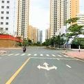 <p> Bên trong khu tái định cư, đường nội khu được xây dựng khá to đẹp với 4 làn xe. Ảnh: <em>Dũng Nguyễn.</em></p>