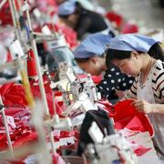 Sản lượng công nghiệp Trung Quốc tăng trưởng thấp nhất 17 năm