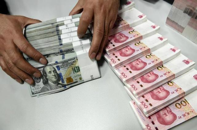 Nhân dân tệ mất giá, tỷ giá USD/CNY lần đầu vượt ngưỡng 7 sau hơn một thập kỷ. Ảnh: Reuters.
