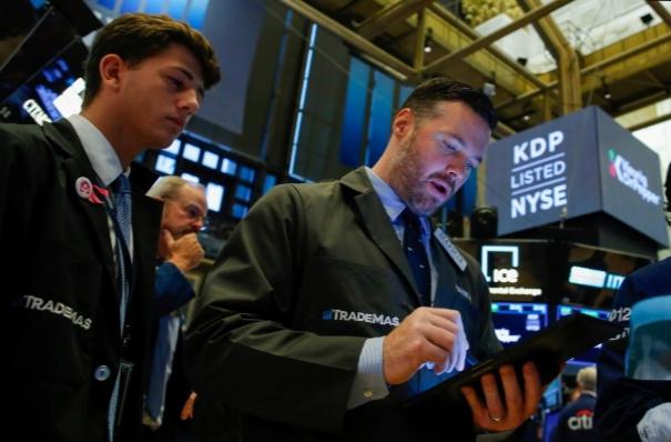 Phố Wall bị bán tháo do lo ngại suy thoái, Dow Jones mất hơn 800 điểm