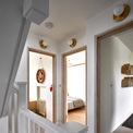 <p> Tầng 2 gồm 2 phòng ngủ nhỏ và một phòng nhỏ để cất trữ đồ đạc.</p>