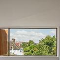 <p> Ô cửa sổ rộng ở tầng 3 cho phép thu vào tầm mắt khung cảnh bình yên, trong lành bên ngoài.</p>