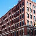 <p> Một thời gian sau, McKelvey và Neumann quyết định tự thành lập công ty riêng. Họ đã bán hết cổ phần của Green Desk cho chủ nhà với giá 3 triệu USD, và mở không gian làm việc chung WeWork đầu tiên vào năm 2010 tại khu phố Little Italy của New York. (Ảnh: <em>BI</em>)</p>