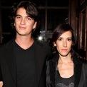 <p> Khi còn học đại học, Neumann gặp người vợ hiện tại của mình, Rebekah Paltrow Neumann. Cặp đôi kết hôn năm 2009 và hiện có 5 đứa con. (Ảnh: <em>Getty Images</em>).</p>