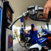 Giá xăng giảm hơn 500 đồng/lít