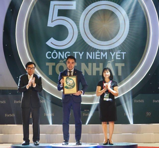 Petrolimex lần thứ 3 liên tiếp là 'quán quân' doanh thu trong 50 công ty niêm yết tốt nhất Việt Nam