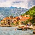 """<p class=""""Normal""""> <strong>Montenegro</strong></p> <p class=""""Normal""""> Ít được biết đến hơn so với các nước láng giềng như Croatia và Hy Lạp, Montenegro trước đây thiếu những khu nghỉ dưỡng và resort chất lượng cao dù cảnh quan rất đẹp. Tuy nhiên, điều này đã được cải thiện trong năm 2019.</p>"""