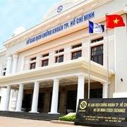 Sở Giao dịch chứng khoán TP HCM báo lãi giảm gần một nửa