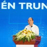 Thủ tướng: Phát triển miền Trung, đừng để 'hai chân dẫm vào nhau'