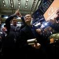 Reuters: Alibaba hoãn niêm yết ở Hong Kong vì biểu tình