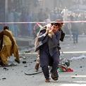 <p> Người đàn ông đỡ một người bị thương tới bệnh viện sau một vụ đánh bom ở Jalalabad, Afghanistan vào ngày 19/8. Cùng ngày, đã xảy ra 14 vụ đánh bom nhằm vào các nhà hàng, khu chợ và quảng trường tại thành phố Jalalabad, khiến ít nhất 123 người bị thương. Đây cũng là thời điểm Afghanistan tổ chức lễ kỷ niệm 100 năm độc lập. Ảnh: <em>Reuters</em>.</p>