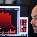 <p> Vẻ mặt của nhân viên giao dịch tại Sở giao dịch Chứng khoán New York vào ngày 23/8, khi cả 3 chỉ số lớn đồng loạt lao dốc vì căng thẳng thương mại Mỹ - Trung lên đỉnh điểm. Dow Jones và S&amp;P 500 đều giảm hơn 2%, trong khi Nasdaq mất 3%. Trong ngày 23/8, Mỹ và Trung Quốc lần lượt tung đòn thuế mới để đáp trả lẫn nhau. Ảnh: <em>Reuters</em>.</p>