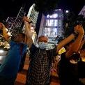 """<p> Ngày 23/8, khoảng 135.000 người biểu tình nắm tay kết thành """"Con đường Hong Kong"""" dài 60 km từ Kennedy Town đến Vịnh Causeway, từ Cửu Long đến Yau Ma Tei , dọc theo bến cảng Tsim Sha Tsui, từ Tsuen Wan đến Lai King, và xa hơn về phía đông dọc theo đường Kwun Tong trong suốt nhiều giờ. Ảnh: <em>Reuters</em>.</p>"""