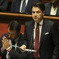 """<p class=""""Normal""""> Thủ tướng Italia Giuseppe Conte phát biểu trước Thượng viện tại Rome vào ngày 20/8. Sau hơn một năm lãnh đạo liên minh Italia, ông Conte quyết định nộp đơn từ chức lên Tổng thống Sergio Mattarella, đẩy số phận của chính phủ Italia vào bất ổn. Ảnh: <em>Bloomberg</em>.</p>"""