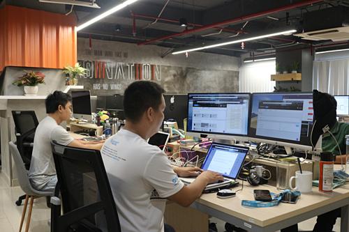 Kỹ sư của Kobiton làm việc tại vườn ươm công nghệ UpStar Labs.