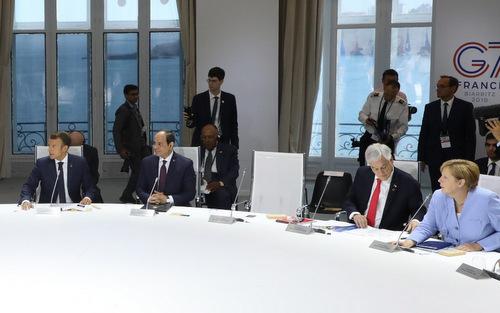 Ghế trống của Trump trong cuộc họp về biến đổi khí hậu bên lề hội nghị G7 hôm 26/8. Ảnh: AFP.