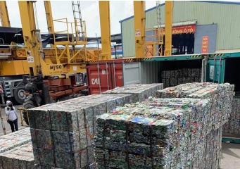 'Hô biến' 5 container phế liệu thành gốm đất nung