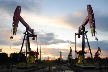 Triển vọng nguồn cung tăng, giá dầu giảm 1%