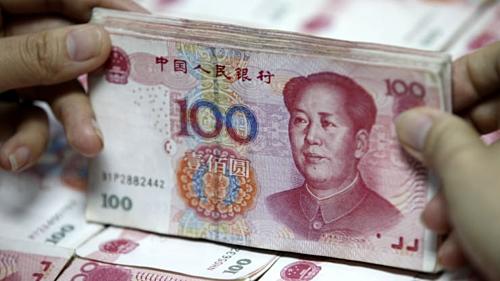 Đồng 100 nhân dân tệ của Trung Quốc. Ảnh: AFP