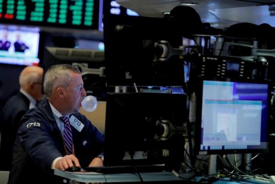 Thị trường trái phiếu phát tín hiệu cảnh báo suy thoái, Phố Wall giảm điểm
