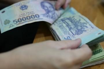 NHNN cảnh báo các ngân hàng 'lách' tăng lãi suất sẽ bị xử lý