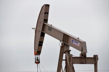 Tồn kho tại Mỹ giảm vượt dự báo, giá dầu tăng