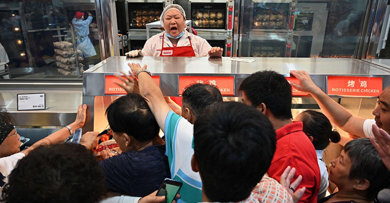 Giành giật mua hàng tại siêu thị Costco đầu tiên ở Trung Quốc