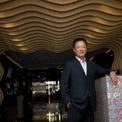 """<p class=""""Normal""""> <strong>Choo Chong Ngen</strong></p> <p class=""""Normal""""> Tài sản: 3 tỷ USD</p> <p class=""""Normal""""> Ông trùm khách sạn Choo Chong Ngen kiếm bộn tiền từ hàng dệt may trước khi ra mắt chuỗi Hotel 81 ban đầu tại khu đèn đỏ Geylang tại Singapore. Từ năm 2017, ông mở rộng kinh doanh sang Thái Lan, Malaysia và Australia với 7 khách sạn được quản lý bởi Travelodge và Holiday Inn. (Ảnh: <em>Hotel 81</em>)</p>"""