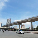 <p> Tuyến đường sắt đi qua cầu Giấy trước khi hạ thấp xuống đường chạy ngầm tại ngã tư Kim Mã - Nguyễn Chí Thanh - Liễu Giai.</p>