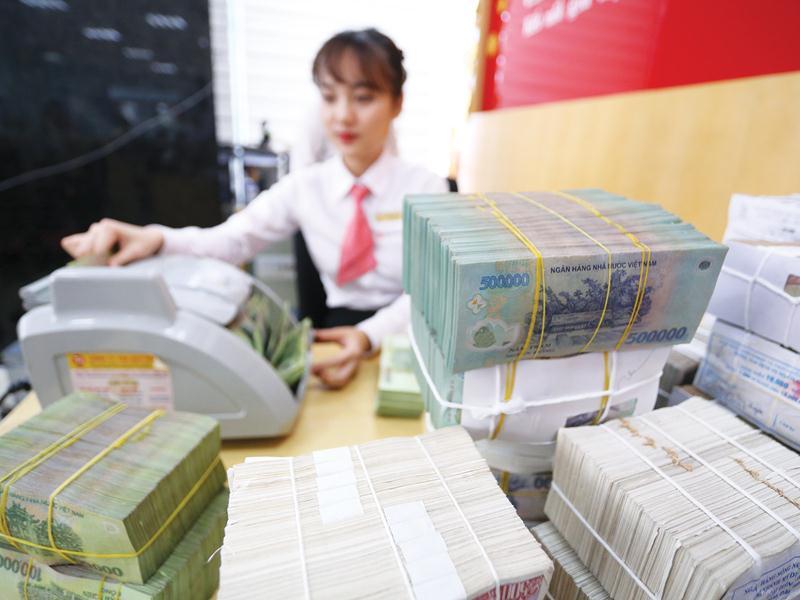 Lo lãi suất, tín dụng diễn biến bất thường