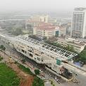 """<p class=""""Normal""""> <span style=""""color:rgb(34,34,34);"""">Dự án đường sắt đô thị Nhổn - ga Hà Nội dài 12,5 km, gồm 8,5 km trên cao và 4 km ngầm, đi qua các quận Bắc Từ Liêm, Nam Từ Liêm, Cầu Giấy, Ba Đình, Đống Đa, Hoàn Kiếm.</span><span style=""""color:rgb(34,34,34);"""">Tổng mức đầu tư dự án đường sắt đô thị Nhổn - ga Hà Nội, là 1,17 tỷ euro (khoảng 30.197 tỷ đồng).</span></p> <p class=""""Normal""""> <span>Dự án được khởi công tháng 9/2010, dự kiến hoàn thành vào tháng 9/2017 nhưng sau đó được điều chỉnh thời gian hoàn thành toàn tuyến đến năm 2022 do thiếu vốn trung hạn và khó khăn trong việc giải phóng mặt bằng.</span></p>"""