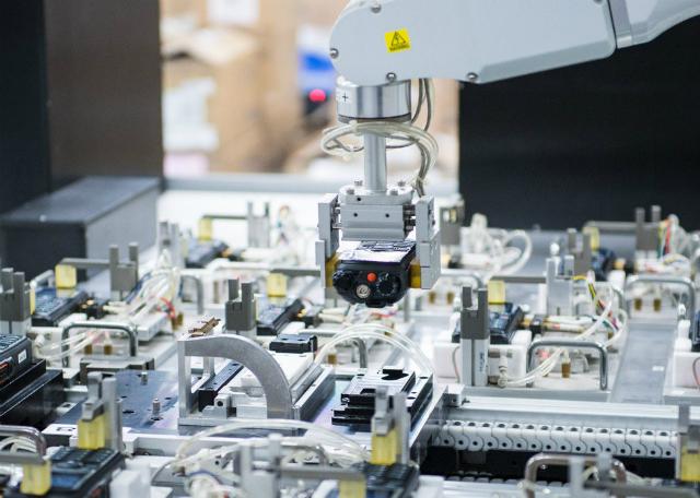 Các nhà xuất khẩu, sản xuất các mặt hàng từ ghế sofa đến màn hình LED công nghệ cao, dần chấp nhận thuế quan khó có thể được dỡ bỏ.