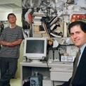 <p> Dù có năng khiếu kinh doanh, Dell vẫn thi vào ngành Y, Đại học tổng hợp Texas theo ý nguyện cha mẹ. Tuy nhiên, với đam mê dành cho máy tính và kinh doanh, ông đã bỏ học vào năm 2 đại học để thành lập công ty riêng có tên PC's Limited. 3 năm sau, ông đổi tên công ty thành Dell Computer Corp và liên tục khiến nó tăng trưởng đáng kinh ngạc. Năm 1988, Dell Computer phát hành cổ phiếu đại chúng và thu về 30 triệu USD.</p>