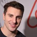 <p> Brian Chesky cùng 2 người bạn chung phòng với mình là Joe Gebbia và Nathan Blecharczyk đã thành lập Airbnb vào năm 2008. Giờ đây, anh là Giám đốc điều hành đồng thời là người đứng đầu của cộng đồng Airbnb. Ảnh: <em>Reuters.</em></p>