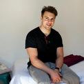 <p> Mặc dù sở hữu khối tài sản khổng lồ, nhưng Brian Chesky vẫn giữ lối sống giản dị. Theo People, cho đến năm 2015 thì anh vẫn sinh sống trong căn hộ ở San Francisco, nơi mà Airbnb ra đời. Ảnh: <em>Reuters</em>.</p>
