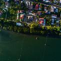 <p> Vẻ đẹp của biệt thự nhìn từ trên cao, nơi có dòng sông hài hòa chảy qua rất yên bình.</p>