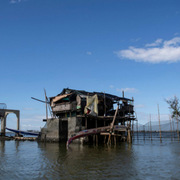 Những khu dân cư đang chìm xuống biển ở Philippines
