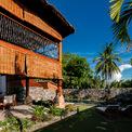 <p> Không gian xanh của biệt thự được trồng các cây địa phương như cau, dừa, chuối, tre...</p>