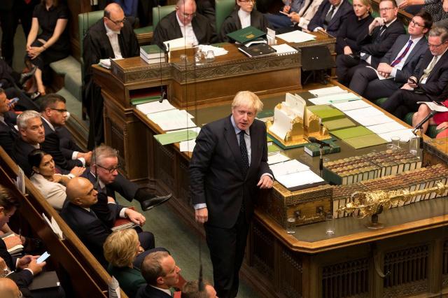 Chỉ sau 6 tuần ngồi ghế Thủ tướng, ông Johnson giờ đây ở trong một tình thế đầy bấp bênh - Ảnh: Reuters.