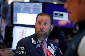 Căng thẳng thương mại leo thang, Phố Wall giảm điểm