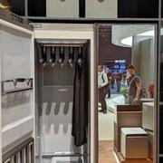 Samsung ra mắt tủ thông minh tự làm sạch quần áo