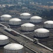 Fed cam kết sẽ 'có hành động phù hợp', giá dầu tăng