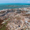 <p> Thị trấn Marsh Harbour thuộc Đảo Abaco, Bahamas, Mỹ đổ nát sau khi bị cơn bão Dorian càn quét vào ngày 4/9. Cơn bão vẫn tiếp tục di chuyển với sức gió 150 km/h dù đã suy yếu khi vào đất liền. Dorian dự kiến sẽ quét qua bang Nova Scotia của Canada trong sáng 8/9 (giờ Việt Nam). Ảnh: <em>AP</em>.</p>