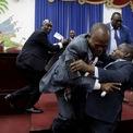 <p> Các đại biểu gây lộn trước phiên họp trình bày chính sách chung của Thủ tướng được bổ nhiệm Fritz William Michel tại Quốc hội ở Port-au-Prince, Haiti, ngày 3/9. Ảnh: <em>Reuters</em>.</p>