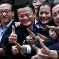 <p> Vào năm 2005, Yahoo đầu tư 1 tỷ USD để có được 40% cổ phần của Alibaba. Khoản tiền này khá lớn đối với Alibaba khi họ đang cố đánh bại eBay trên thị trường Trung Quốc. Và khoản đầu tư này cũng đã mang lại một khoản lợi lớn cho Yahoo sau thương vụ IPO thành công của Alibaba. (Ảnh: <em>HYSTA</em>)</p>