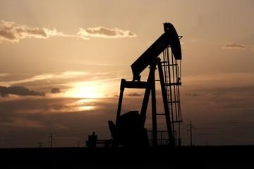 Arab Saudi cam kết hạ sản lượng, giá dầu tăng 2%