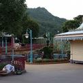 <p> Biểu tình phản đối dự luật dẫn độ của chính quyền kéo dài nhiều tháng gây thiệt hại lớn cho ngành du lịch của Hong Kong. Số lượng khách du lịch tới Hong Kong giảm gần 40% trong tháng 8. Kết quả, Công viên Disneyland tại đảo Lantau, Hong Kong, vốn sầm uất giờ trở nên hoang vu.Ảnh: <em>SCMP.</em></p>