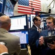 Nhà đầu tư chọn cổ phiếu giá trị thay tăng trưởng, Phố Wall trái chiều