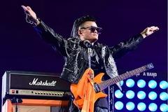 Jack Ma hát rock và khóc trong ngày từ chức chủ tịch Alibaba