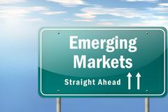 Các quỹ EM tăng nắm giữ cổ phiếu Việt Nam lên kỷ lục